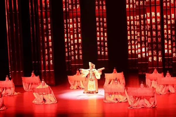 Through The YIPLED® Ice Screen, The Drama Qin Shows Impress